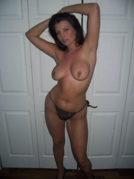 Особы женского пола средних лет и зрелые голые трахаются