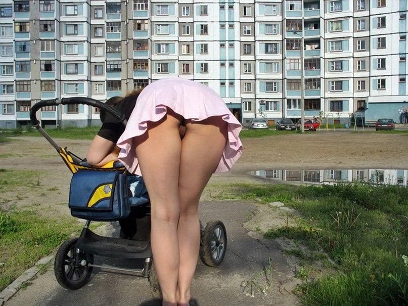 Молоденькие шлюхи рады показать то что другие прячут под бельем