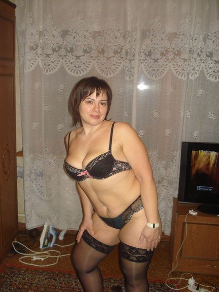 Голые жены с лишним весом показывают бюст и вагину