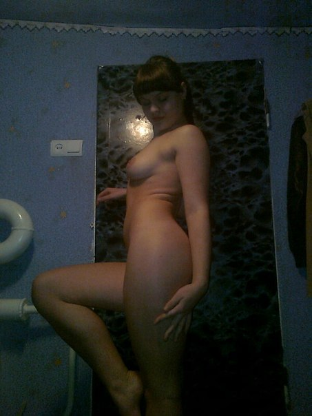 Девушки позволили супругам снять их голое тело на фото