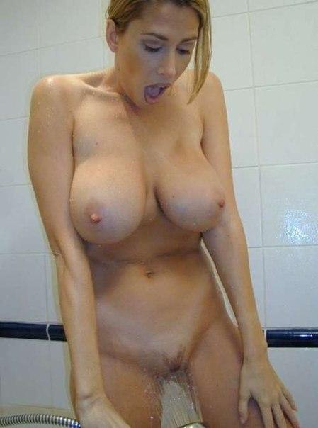 Помошницы голые и в эротическом белье в нерабочее время