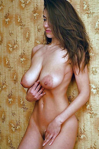 Голые развратные молодые нимфоманки показывают свое тело