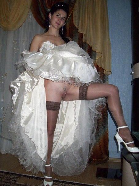 Невеста задрала подол платья и продемонтстрировала письку