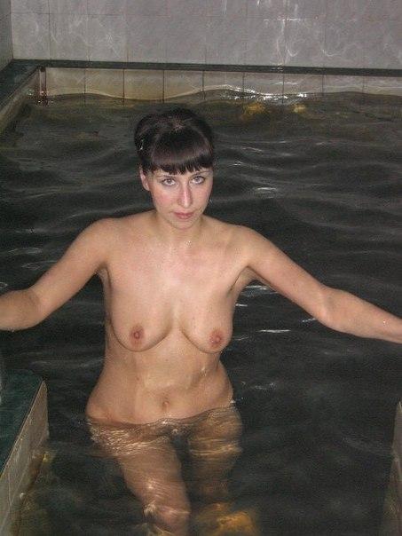 Упругие груди украшают голое тело марамойки
