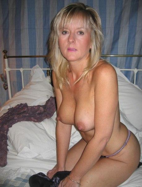 Превосходные мамочки завораживают голыми буферами