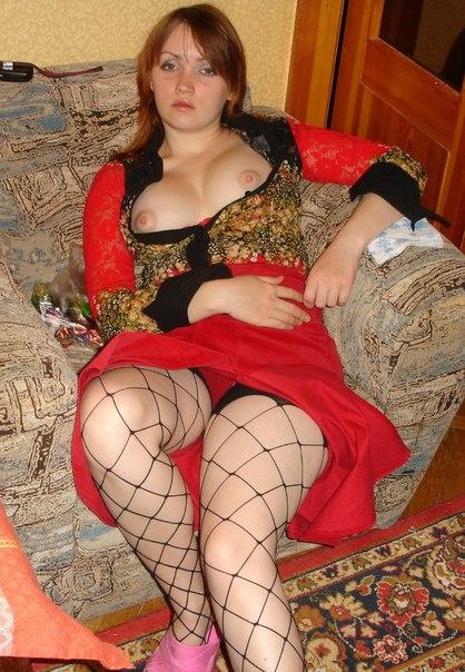 Раздетое влагалище не прячется под женскими стрингами