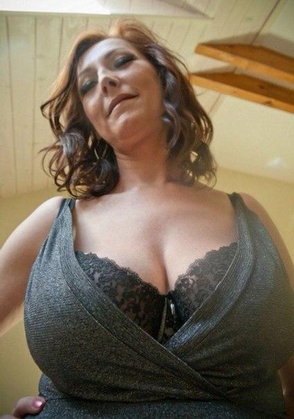 Возрастные девки манят к себе оголенными формами