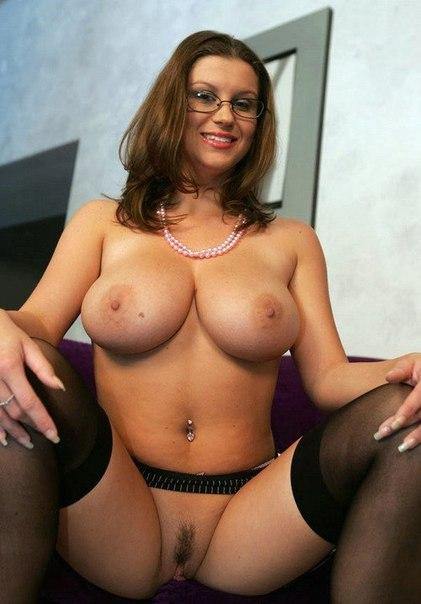 Взрослые сучки не прячут дырки под бельем секс фото