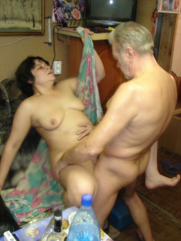 Пьяная бабулька париться в бане полностью обнаженная секс фото