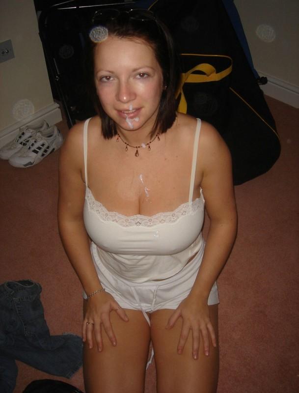 Жена с огромными дойками в своей квартире отсасыват хахалю
