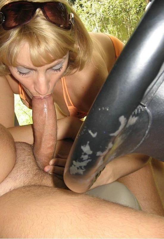 Взрослая баба глубоко глотает огромный член своего мужа