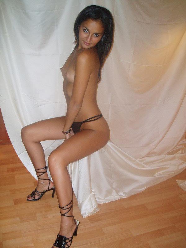 Ирина отсасыват член сняв с себя бикини