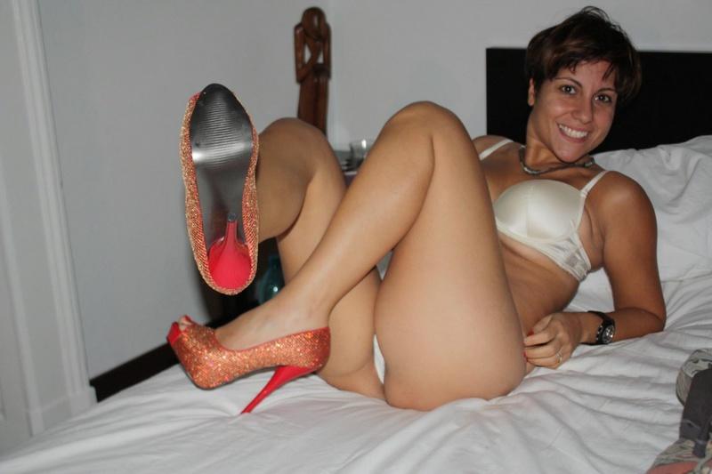 Пьяная мамаша светит мандой перед оральным сексом