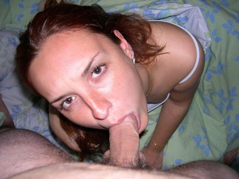 Эбби отсасывает дома у полового любовника