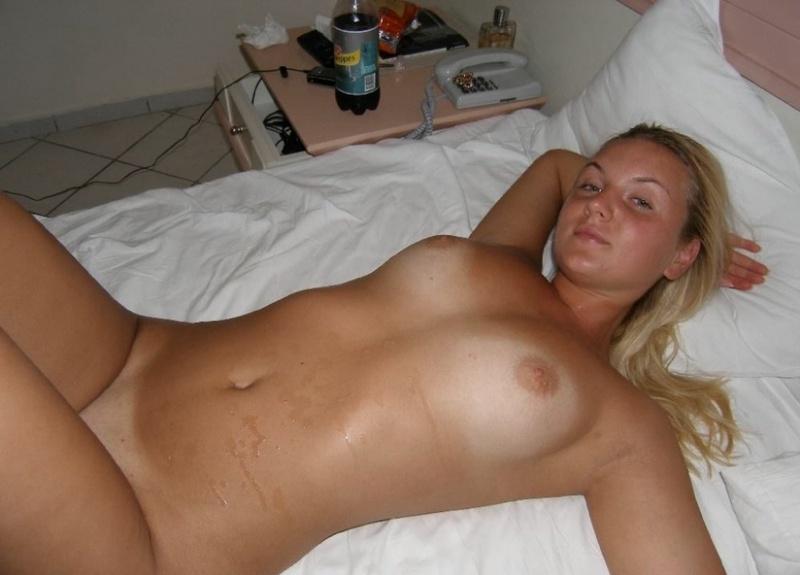 Раздетая Зрелка В Спальне Готовиться К Отсосу Домашнее Порно И Секс Фото