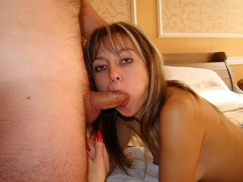 Дама позволяет чуваку разрабатывать ее анал в отеле