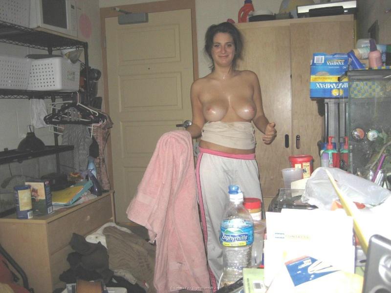 Русая порноактрисса жаждет получать камшоты на лицо после минета