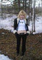 Игривая блондинка сосет член на морозе 2 фотография