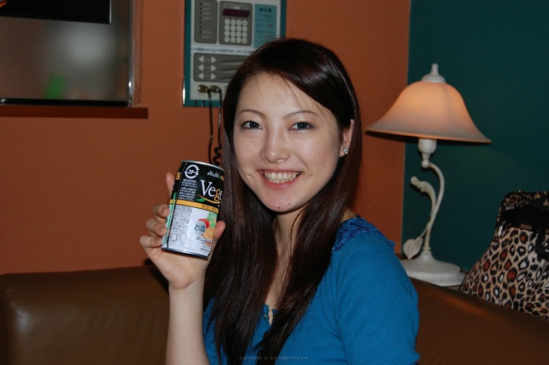 Азиатка желает чтобы в комнате кто-то имел ее лохматую пизду