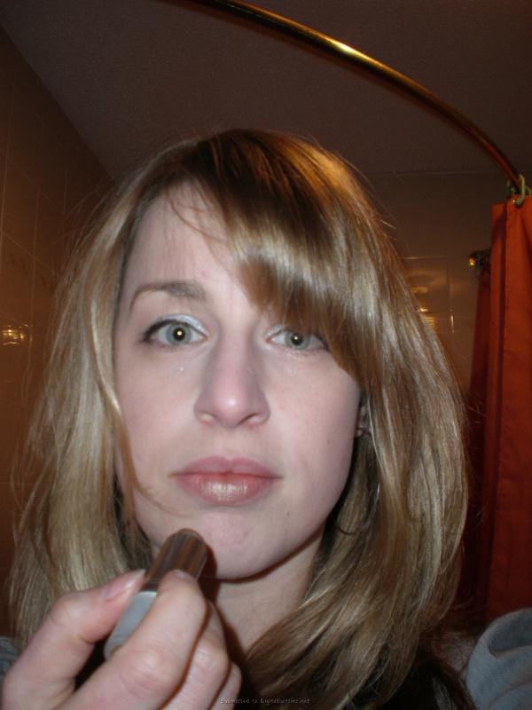 Страстная Кэрен накрасила губы перед горячим минетом