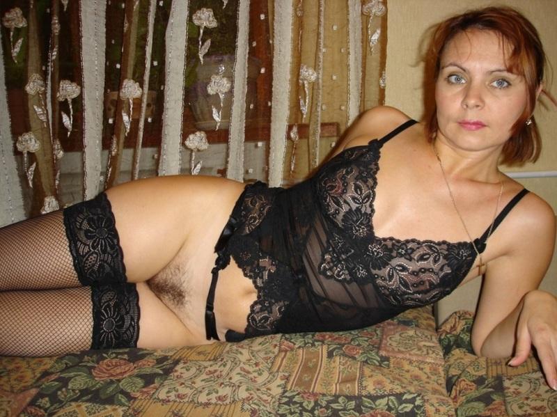 Матерая шлюха желает примерять сексуальное белье в гостях смотреть эротику