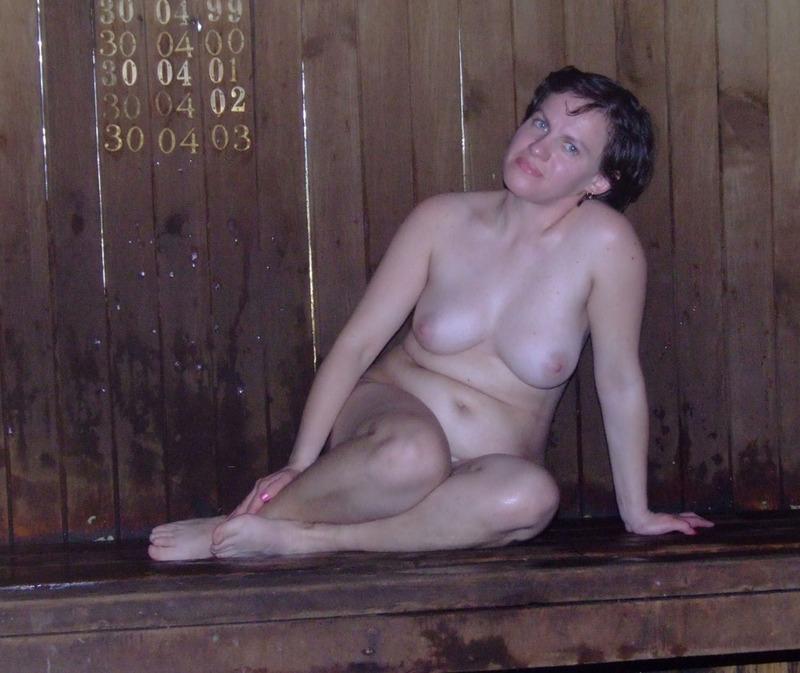 Девушки хотят париться в бане без одежды