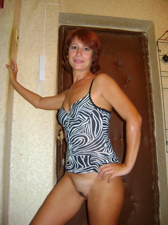 Опытная мамочка не против обнажить роскошное тело после работы секс фото