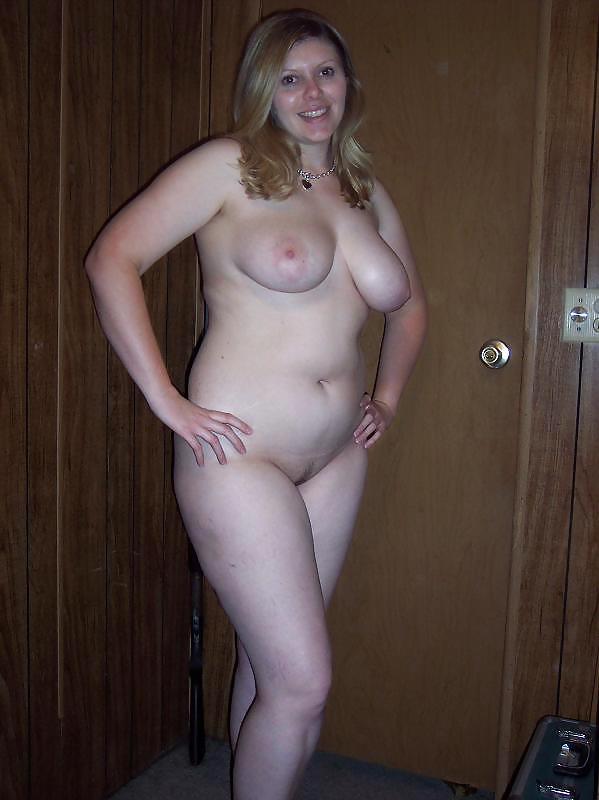 В разнообразных местах девушки вываливают огромные груди смотреть эротику