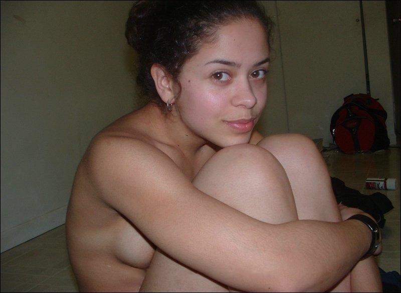 Тип натянул на хер сраку молодой шлюшки в ее же квартире