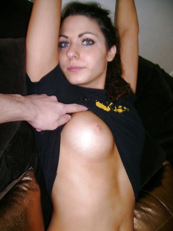 Для леди не составляет труда продемонстрировать грудь или взять в рот член