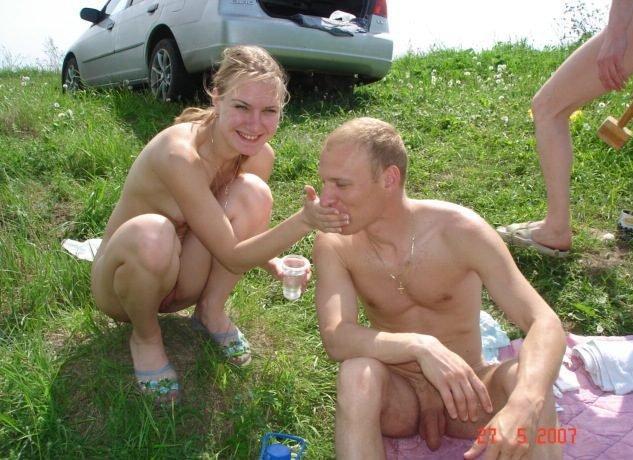 Пьяная модель дрочит соседу в палатке