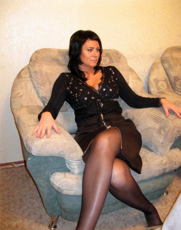 Женщина с пышными формами демонстрирует себя где бы не была