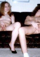 Две пошлые дамы согласились на секс втроем в гостях у мистера 4 фото