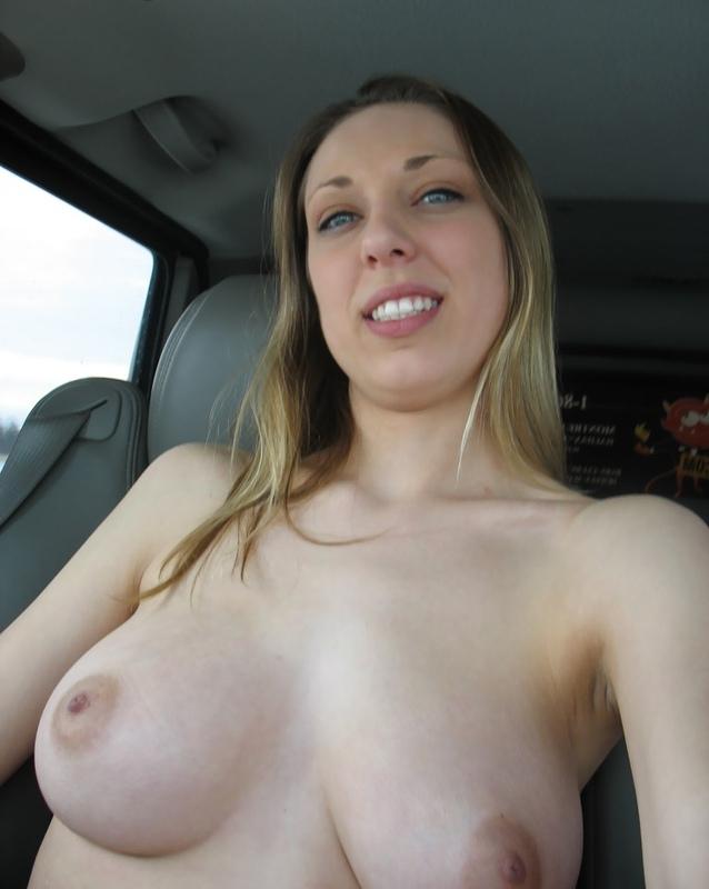 Бестия оголила объемные дойки прямо в автомобиле смотреть эротику