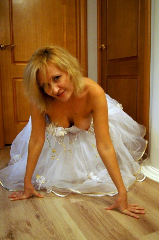 После свадьбы чика сняла с голого тела белое платье