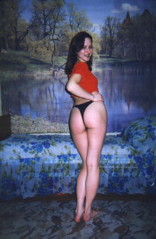 В 90-х шалавы носили бикини с высокой талией