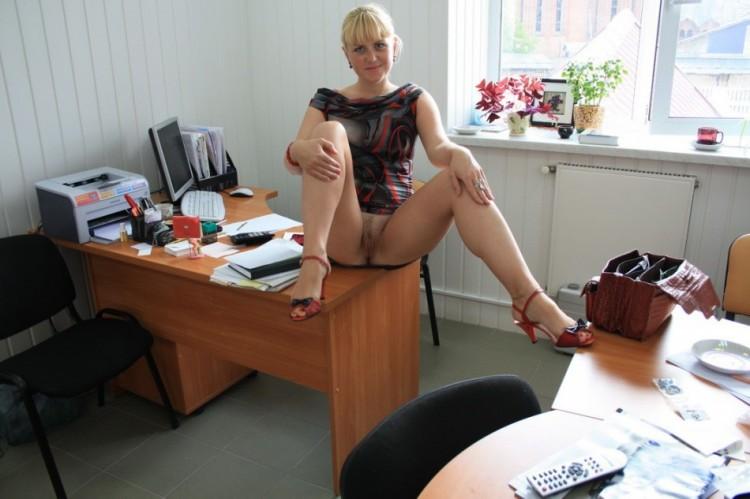 porno-na-rabote-dlinnonogie-sekretarshi-otlichnie-prostitutki-murmanska