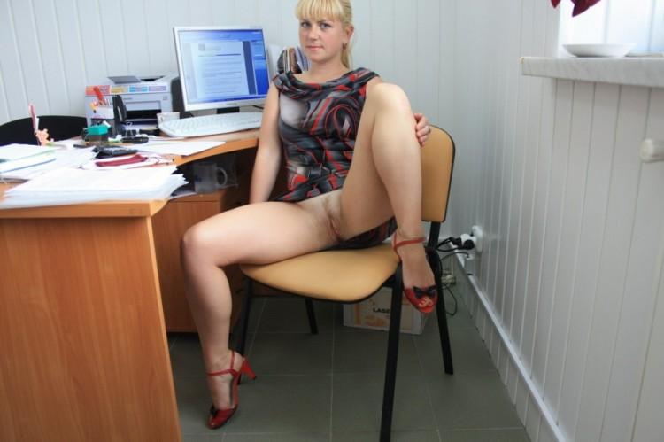 Подчиненная осталась после работы чтобы снять всю одежду