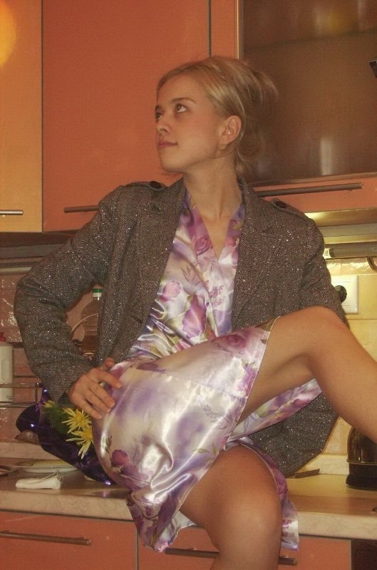 Худая Грешница Без Сисек Снимает Голубой Халатик Порно И Секс Фото С Голыми Девушками И Парнями