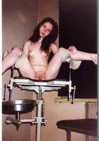 Молоденькая вертихвостка пришла на прием к гинекологу 13 фотография