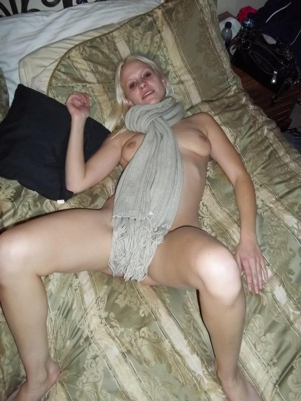 Блондиночка готова на всё ради сексуального удовольствтия