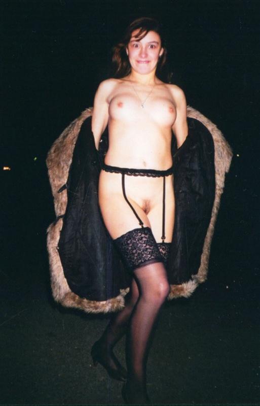 В 90х фифочка любила красоваться в тёмных носках секс фото