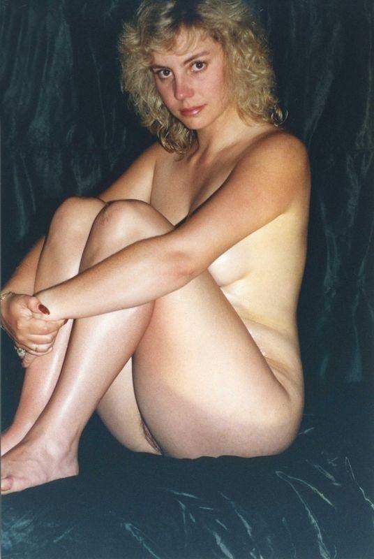 Светловолосая кудряшка в 80-х часто показывала голое тело