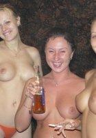 Пьяные лесбухи в бане устроили оргию 5 фотография