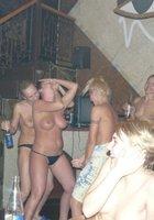 Пьяные лесбухи в бане устроили оргию 15 фотография