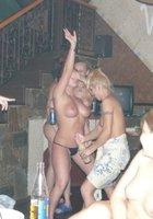Пьяные лесбухи в бане устроили оргию 14 фотография