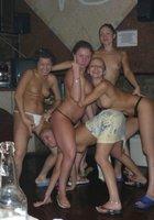 Пьяные лесбухи в бане устроили оргию 19 фотография