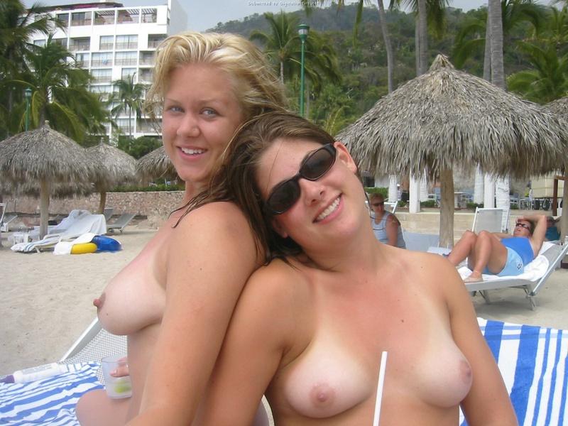 Подруги оголились на пляжной вечеринке