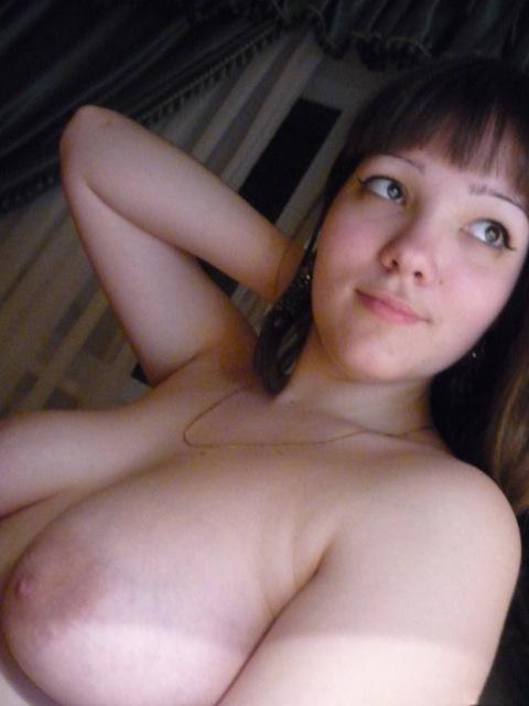 19-летняя деваха желает когда ее груди в кадре