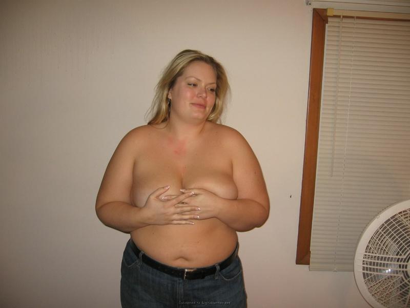Возрастная толстуха соблазнительно раздевается в постели секс фото